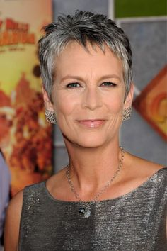 Jamie Lee Curtis - Natural hair and no plastic surgery. A great example for all women - and so beautiful!