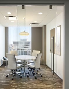 Private Meeting Spaces design by Mercedes Farrando Design Loft, Office Space Design, Office Interior Design, Space Interiors, Office Interiors, Office Meeting, Meeting Rooms, Conference Room Design, Commercial Office Space