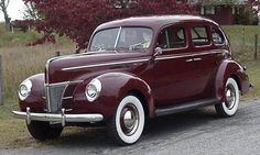 Mandrin Maroon 1940 Ford Deluxe 4-Door Sedan