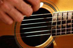 """O músico Thiago Abdalla é o artista da vez que se apresenta nesta quinta-feira, 17, às 12h30, no Centro Cultural São Paulo. Seu espetáculo faz parte do projeto """"Concerto ao meio dia"""" – série que oferece apresentações de música clássica e instrumental popular Abdalla é bacharel em violão erudito pela Escola de Comunicação e Arte...<br /><a class=""""more-link"""" href=""""https://catracalivre.com.br/geral/agenda/barato/concerto-ao-meio-dia-no-ccsp-2/"""">Continue lendo »</a>"""
