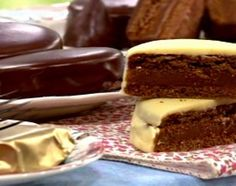 Alfajores marplatenses -Cocineros argentinos Cookie Desserts, Cookie Recipes, Dessert Recipes, My Recipes, Sweet Recipes, Favorite Recipes, Fudge, Argentine Recipes, Bolacha Cookies
