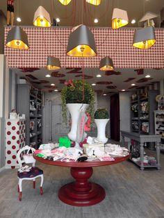 «Сказочный» интерьер магазина детской одежды Lucignolo в Италии