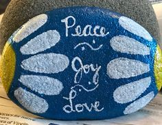 50 Best Painted Rocks Ideas, Weapon to Wreck Your Boring Time Painted Rock Ideas – Do you need rock painting ideas for spreading rocks around your neighborhood or the Kindness Rocks Project? Here's some inspiration with my best tips! Rock Painting Ideas Easy, Rock Painting Designs, Paint Designs, Pebble Painting, Pebble Art, Stone Painting, Rock Sayings, Inspirational Rocks, Hand Painted Rocks