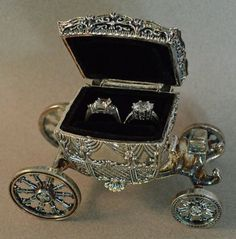 Vintage Cinderella carriage for wedding rings
