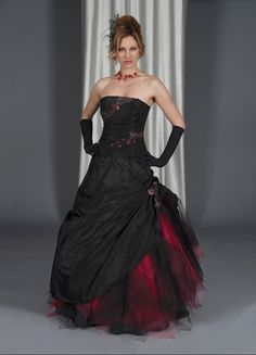 Wedding Dress Black And Red Gothic Wedding Dresses With Sweetheart Design And Vampire Looks Gothic Wedding Dresses Ideas