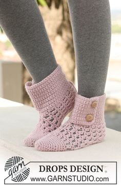"Crochet DROPS slippers in ""Nepal"". ~ DROPS Design -- These are the pair I'm making for Julia for Christmas, hopefully! Crochet Slipper Boots, Crochet Slipper Pattern, Slipper Socks, Crochet Slippers, Crochet Patterns, Knitting Patterns, Crochet Simple, Free Crochet, Knit Crochet"