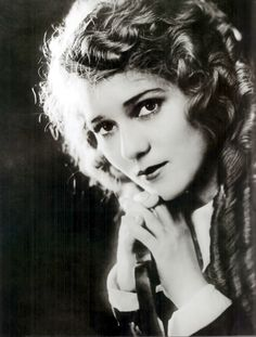Mary Pickford (Toronto, april 892 — Santa Monica, may 29 Great Silent Movie Star Old Hollywood Glamour, Golden Age Of Hollywood, Vintage Hollywood, Hollywood Stars, Classic Hollywood, 1920s Glamour, Santa Monica, Classic Movie Stars, Classic Films