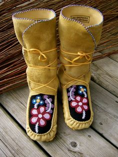 Sewing Leather, Leather Craft, Powwow Regalia, Native American Moccasins, Beaded Moccasins, Native Design, Nativity Crafts, Native Beadwork, Native American Fashion