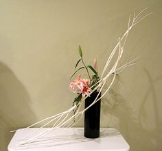 mitsumata Ikebana Arrangements, Flower Arrangements, Art Floral, Floral Design, Zen Gardens, Book Signing, Side Tables, Flower Designs, Bonsai