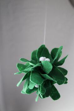 Felt mistletoe DIY