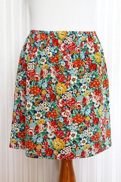 Sewing Basic 15 Minute DIY Skirt tutorial - Easy 15 Minute DIY Skirt tutorial from Bev of Flamingo Toes. Sewing Blogs, Sewing Basics, Easy Sewing Projects, Sewing Projects For Beginners, Sewing Tutorials, Basic Sewing, Sewing Tips, Tutorial Sewing, Dress Tutorials