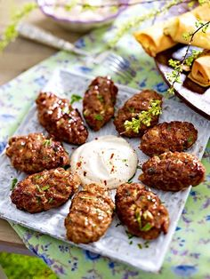 Oriental grilled dishes: homemade köfte with tahina and feta filo rolls - Grillen ● Barbecue ● BBQ - Feta, Beef Recipes, Cooking Recipes, Healthy Recipes, Grilled Recipes, Good Food, Yummy Food, Albondigas, Cooking On The Grill