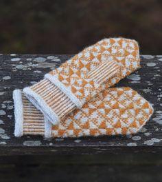 Ravelry: Spraka pattern by Agnes Asker Knit Mittens, Knitted Gloves, Knitting Socks, Knitting Designs, Knitting Patterns Free, Knit Crochet, Crochet Pattern, Vogue Knitting, Wrist Warmers