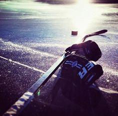 À part du la famille, l'école et mon emploi je vais continuer à jouer mon sport préféré l'Hockey pour rester en forme.