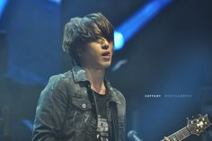 GUY CANDY: 10 sexy and sweaty photos of CNBLUE live on stage