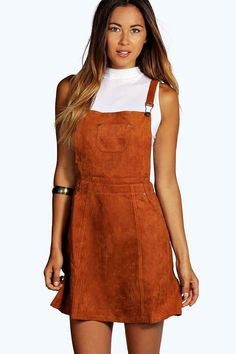 Need a new dress? boohoo's collection of on-trend dresses covers all your plans, from going out styles to day dresses and must-have knit styles. Boohoo Dresses, Dungaree Dress, Dungarees, Chic Outfits, Fashion Outfits, Women's Fashion, Casual Day Dresses, Pinafore Dress, Day Dresses