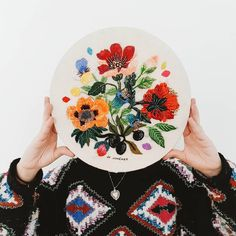 Josefina Jiménez (@jojimenez) • Fotos y vídeos de Instagram Arte Online, Embroidered Flowers, Foto E Video, Instagram, Playing Cards, Learn To Draw, Fine Art, Hand Embroidery, Hand Made