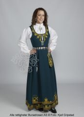 Romerike bunad,  Norway Folk Costume, Costumes, Ethnic Fashion, Traditional Outfits, Norway, Cold Shoulder Dress, High Neck Dress, Fashion Design, Clothes