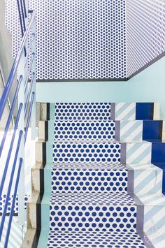 Pantone 2016 Rose Quartz et Bleu S& Architecture Restaurant, Interior Architecture, Interior And Exterior, Pantone 2016, Memphis Design, Conception Memphis, Turbulence Deco, Opening Ceremony, Interiores Design