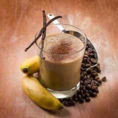 Das ist doch Banane – richtig! Wir trinken das gelbe Superfood jetzt als Kaffee-Smoothie. Ideal als Frühstück-Drink für Energie am Morgen oder
