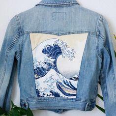 Trend Council Denim Inspiration – The Best Ideas Painted Denim Jacket, Painted Jeans, Painted Clothes, Hand Painted, Custom Clothes, Diy Clothes, Stylish Clothes, Trend Council, Denim Art