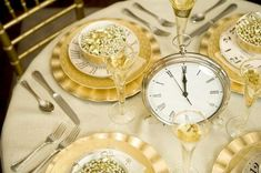 51 Fantastic New Years Eve Party Table Decoration Ideas 51 Fantastic New Years Eve Party Table Decoration IdeasFantastic New Years Eve Party Table Decoration Ideas Year's Eve and New Year's New Years Eve Party Ideas Food, New Years Eve Decorations, New Years Party, Ideas Party, Crock Pot Desserts, Bite Size Desserts, Brownie Desserts, Casino Party, Silvester Diy