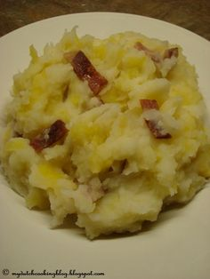 The Dutch Table: Hete Bliksem (Dutch Mashed potatoes with apple and salt pork)