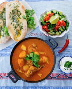 En mustig Indisk gryta med kyckling, potatis, tomatsås och grädde. En härlig blandning av kryddor som gör denn rätt fantastiskt smakrik och god. Lättlagad med få ingredienser. Serveras med nybakat chapatibröd, en klick yoghurt och mynta.
