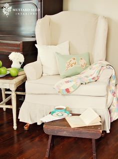 Miss Mustard Seed: Video Slipcover Tutorial Series Part 3 & Wing Chair Reveal Shabby Chic Furniture, Diy Furniture, Furniture Assembly, Painting Furniture, Furniture Projects, Miss Mustard Seed, Do It Yourself Design, Slipcovers For Chairs, Chair Reupholstery