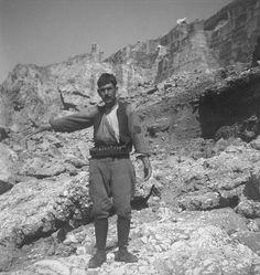 René Zuber et Roger Leenhardt - EN CRETE SANS LES DIEUX,1934. Crete, French Photographers, Mount Rushmore, Kai, History, Historia, Chicken