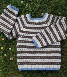 """- og den nye model hedder Frederik . For som min søn, Frederik sagde: """"Hvad med at opkalde den efter mig ?"""". - og selvfølgelig skal den da... Knitting For Kids, Baby Knitting, Crochet Baby, Baby Barn, Knitting Patterns, Knitting Ideas, Baby Sweaters, Chrochet, Pullover"""