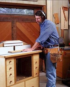 Planters desk from new yankee workshop little heefys favorite using his router table deluxe router station from new yankee workshop keyboard keysfo Images