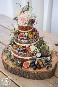 Legend 5 stunning autumn wedding cakes (and 3 you can do yourself - Dekoration Herbst - kuchen Autumn Wedding Cakes, Wedding Cake Rustic, Woodland Wedding, Autumn Cake, Autumn Wedding Ideas, Autumn Weddings, Rustic Cake, Autumn Wedding Decorations, French Wedding Cakes