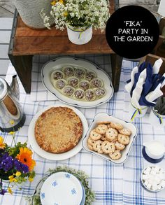 """fika"" party: coffee in the garden, the scandinavian way as seen on http://www.skimbacolifestyle.com/2012/06/scandinavian-summer-party.html"