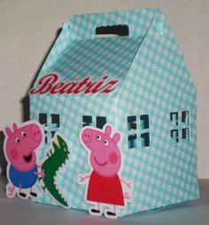 Casinha Peppa Pig e George, com detalhes em scrap. Mudamos a cor da casinha.  TAMANHO: 12cm de altura x 6,5 largura.  Feito em qualquer tema. R$ 3,00