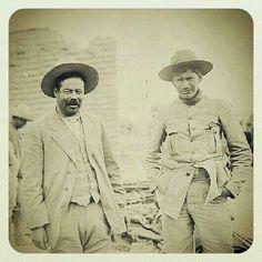 Pancho Villa con Panfilo Natera, después de la Batalla de Ojinaga (1914), atrás el botín de armas que le arrebataron a los federales. Pancho Villa, Cristero War, Mexican Revolution, Mexican American, Toy Soldiers, Canvases, Old Pictures, Villas, Places