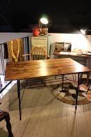 錆び脚×木天板のダイニングテーブル カフェのような雰囲気を。