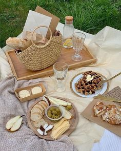 Cute Food, Good Food, Yummy Food, Comida Picnic, Picnic Date, Beach Picnic, Think Food, Picnic Foods, Picnic Recipes