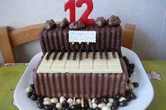 Las tartas con forma de tren son muy originales para una fiesta inf