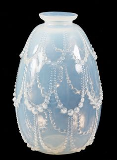 R. LALIQUE, OPALESCENT PERLES VASE decorated with draping pearls 12cm high