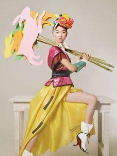 Vogue Korea February Interesting take on the hanbok shoe Foto Fashion, Korea Fashion, Asian Fashion, Fashion Art, Editorial Fashion, Fashion Design, Korean Traditional Clothes, Traditional Dresses, Vogue Korea