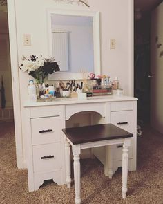 Spent less than 100$ on my DIY vanity and the result was awesome! #blacknwhite