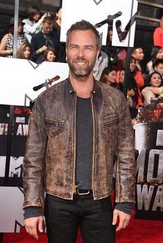 JR Bourne Photos - Actor JR Bourne attends the 2014 MTV Movie Awards at Nokia Theatre L. - Arrivals at the MTV Movie Awards — Part 2 Chris Argent, Allison Argent, Teen Wolf Boys, Original Vampire, Big Bad Wolf, Mtv Movie Awards, Sterek, Hollywood Life, Season 4