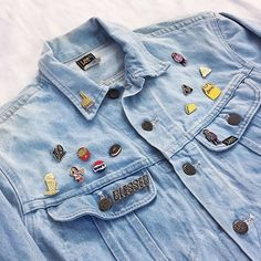 Obsessed with this one-of-a-kind vintage jacket I got from @forever21 online. The oversized fit is perfect and it came with all these dope pins!! via @thisismjg