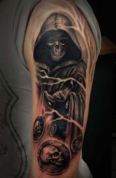 When you say that you want a tattoo that could kill by the looks then what you may be looking for an awesome Grim Reaper tattoo. These Grim Reaper tattoos look Tatuaje Grim Reaper, Grim Reaper Art, Grim Reaper Tattoo, Tattoo Tod, Death Tattoo, Tattoo Guys, Skull Sleeve Tattoos, Body Art Tattoos, Foot Tattoos