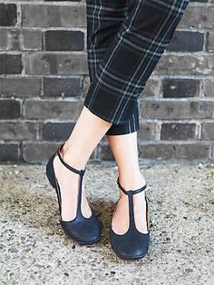 cute little mary jane flats http://rstyle.me/n/sxuper9te