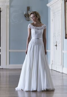 Si Holford Amelia Wedding Dress At Miss Bush Bridal Boutique Surrey