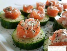 Zalm rolletjes op komkommer toast : Recepten van Domy