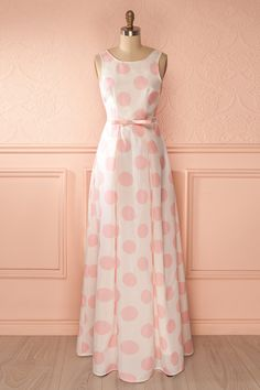 Une dame distinguée peut aussi se montrer espiègle ! A distinguished lady can also dress playfully! Maxi ivory dress with pink polkadot www.1861.ca