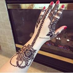 Mehandi or Henna is considered as sacred on every occasion especially functions such as bridal mehndi design. Given List of 50 + Mehndi designs that you can't ignore to look at them. Unique Mehndi Designs, Beautiful Mehndi Design, Latest Mehndi Designs, Mehndi Designs For Hands, Bridal Mehndi Designs, Mehandi Designs, Bridal Henna, Foot Henna, Hand Mehndi